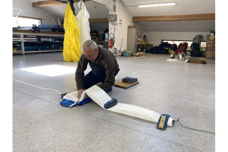 Pliage parachute de secours